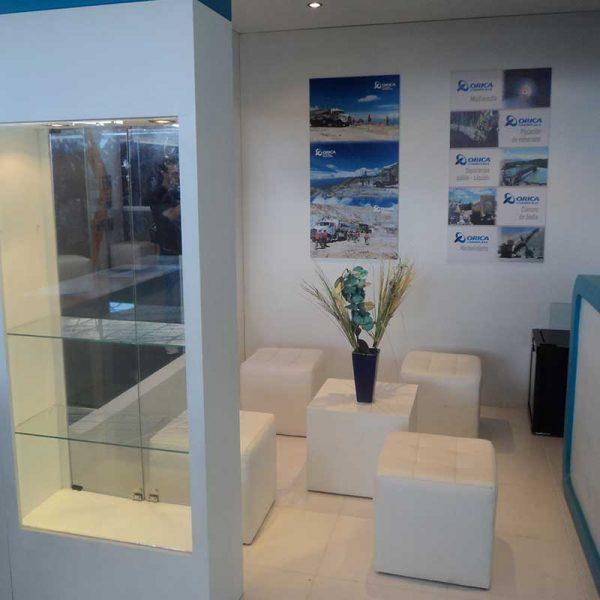 mobiliario-para-stand-en-valencia-feria-valencia-puff-myfstudio-800x800